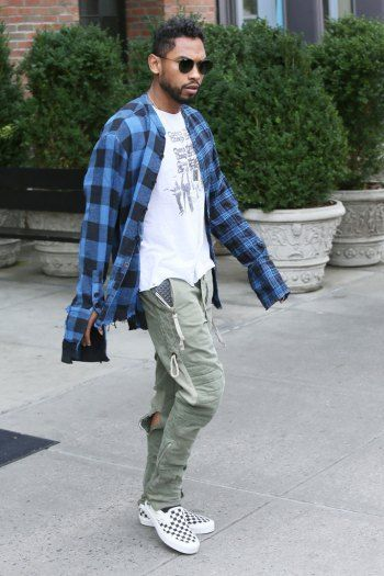 d49e2e0ad9a138 Image result for celebrities wearing checkered vans