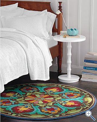 Garnet Hill Round Rug In Bedroom