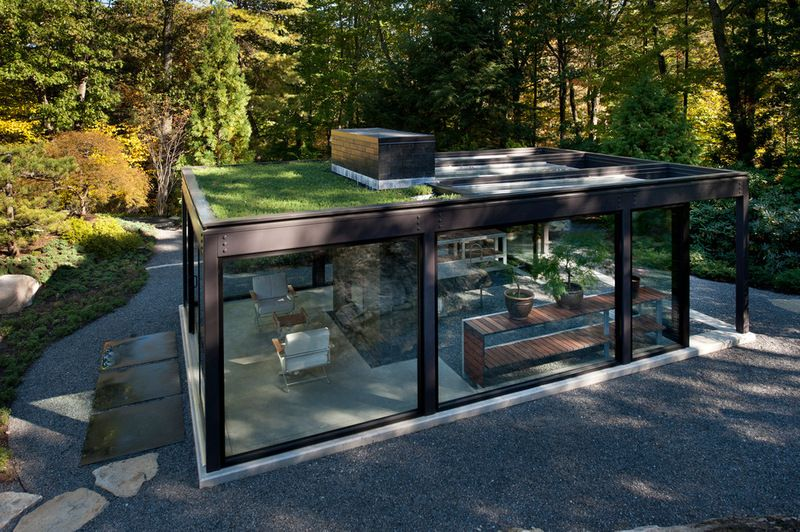 Green roof on modern garden greenhouse and pavilion by Flavin