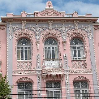 gorgeous architectural detail..pink building!
