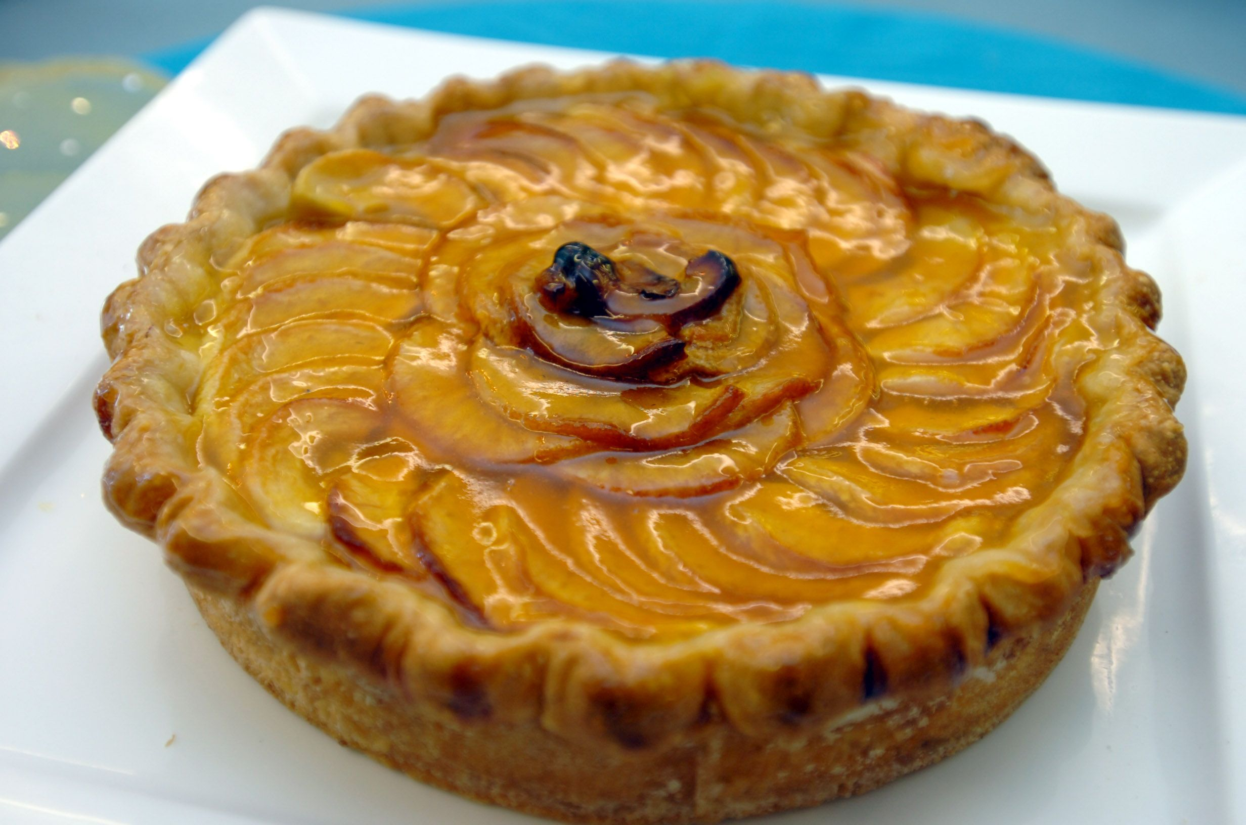 Tart au Pomme apple with an apricot glaze #patisserie #bakery