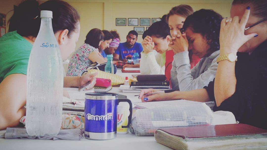 EPV2016  Iniciando a manhã desta terça-feira ouvindo o coração do Senhor sobre os povos e nações.  #jocumccl #jocumpiraquara #jocumsul #jocum #missoes  #intercessao #povos #nacoes #ywam #ywamccl #ywampiraquara #ywamsouthbrazil #nations #prayers #uofn by jocum_c.c.l http://bit.ly/dtskyiv #ywamkyiv #ywam #mission #missiontrip #outreach