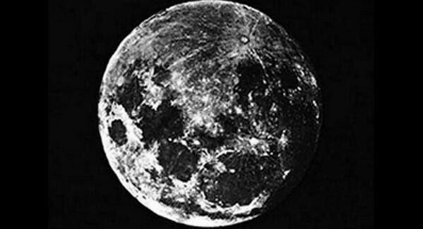 La primera foto de la Luna , tomada por John William Draper en 1839