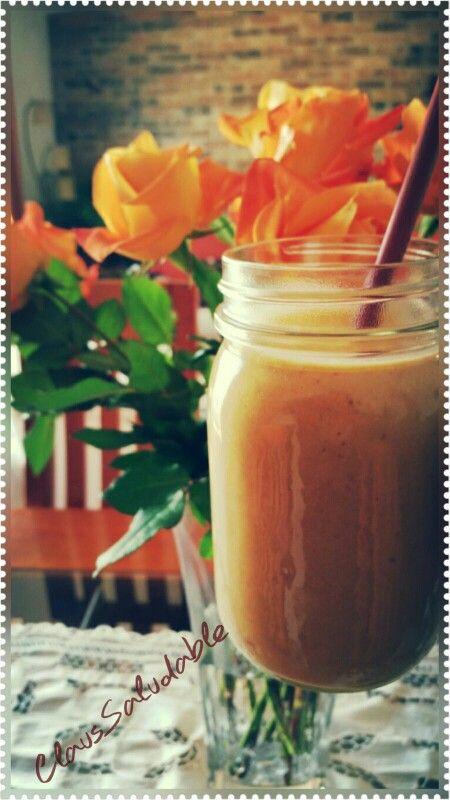Smootie de camote con nueces, leche de avena y azúcar de palma.