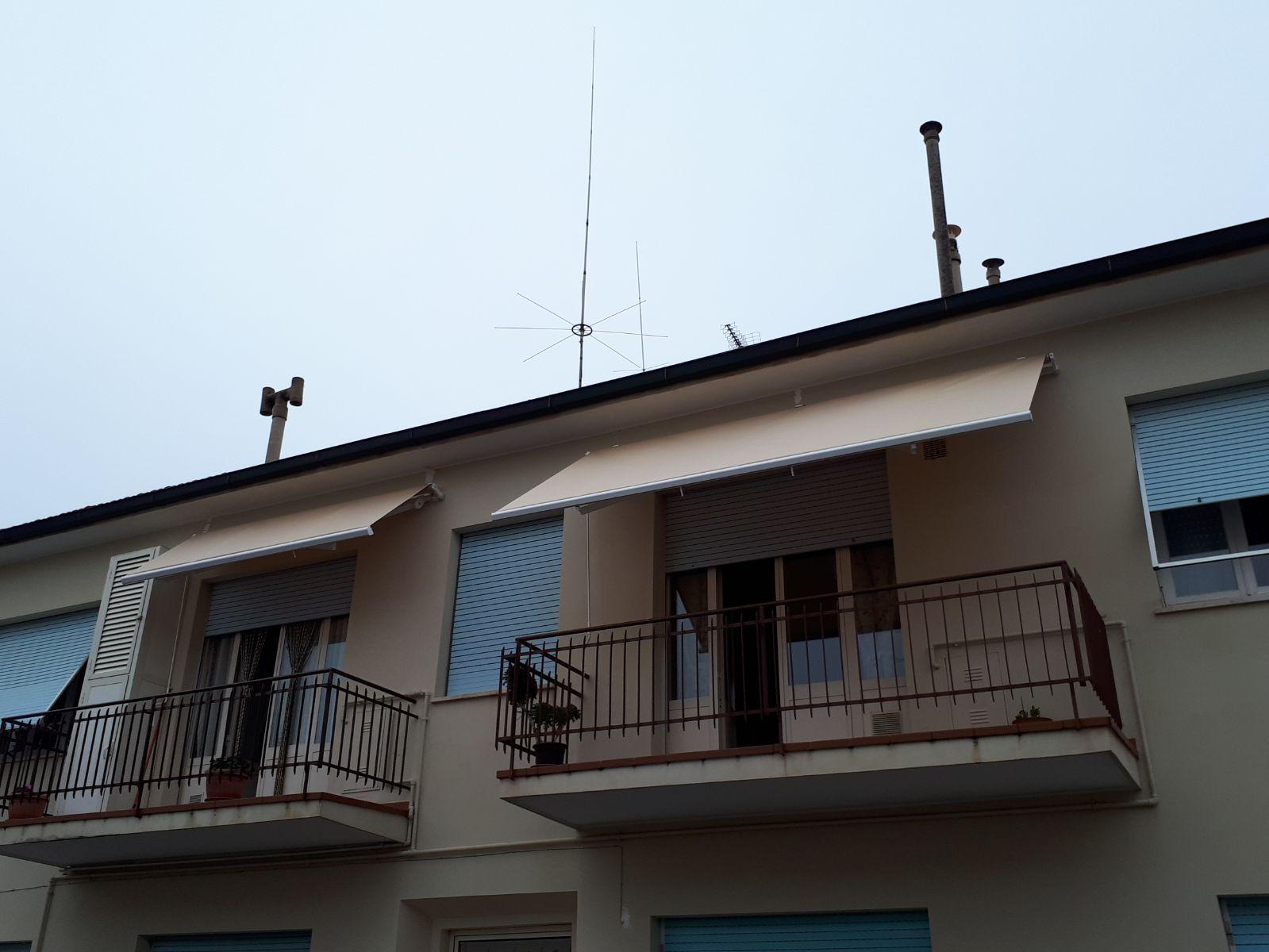 Due tende a bracci per copertura terrazzi | Tende da Sole | Pinterest
