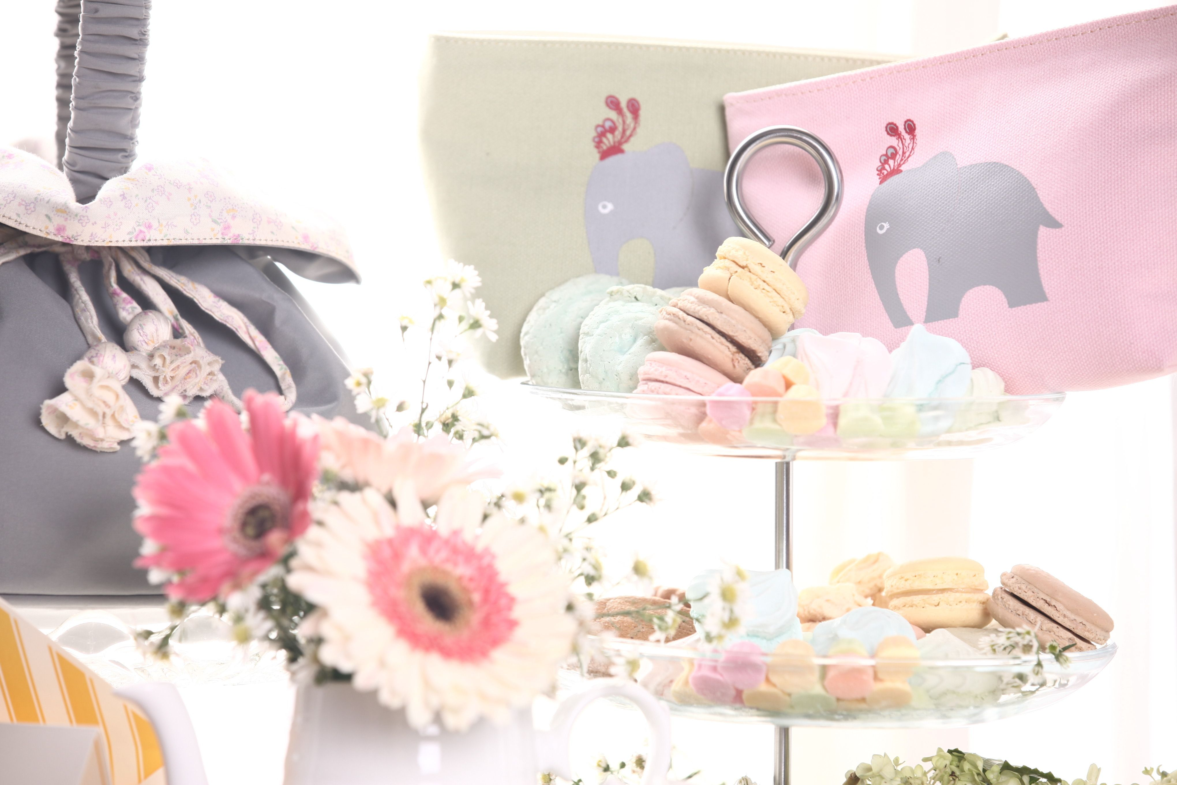 Name different kinds of wedding favors and gifts that could possibly ...