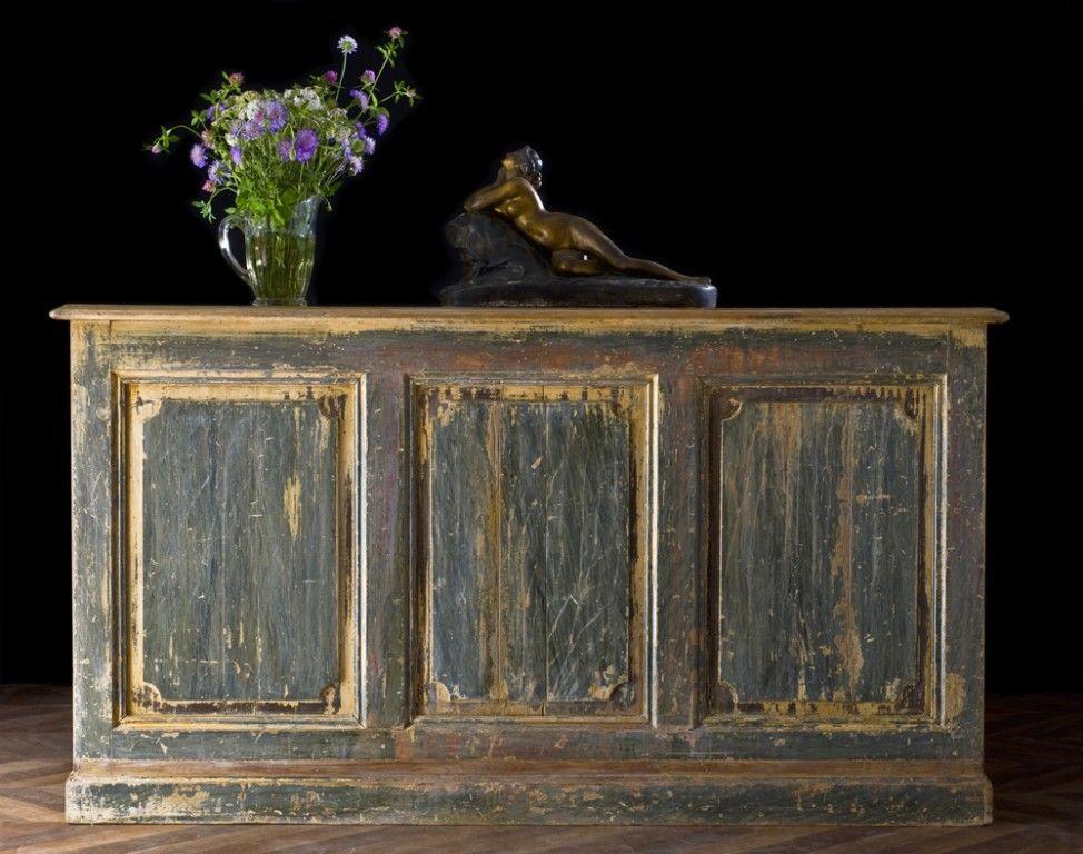 Comptoir d\u0027épicerie avec étagères restylisées, meuble ancien et