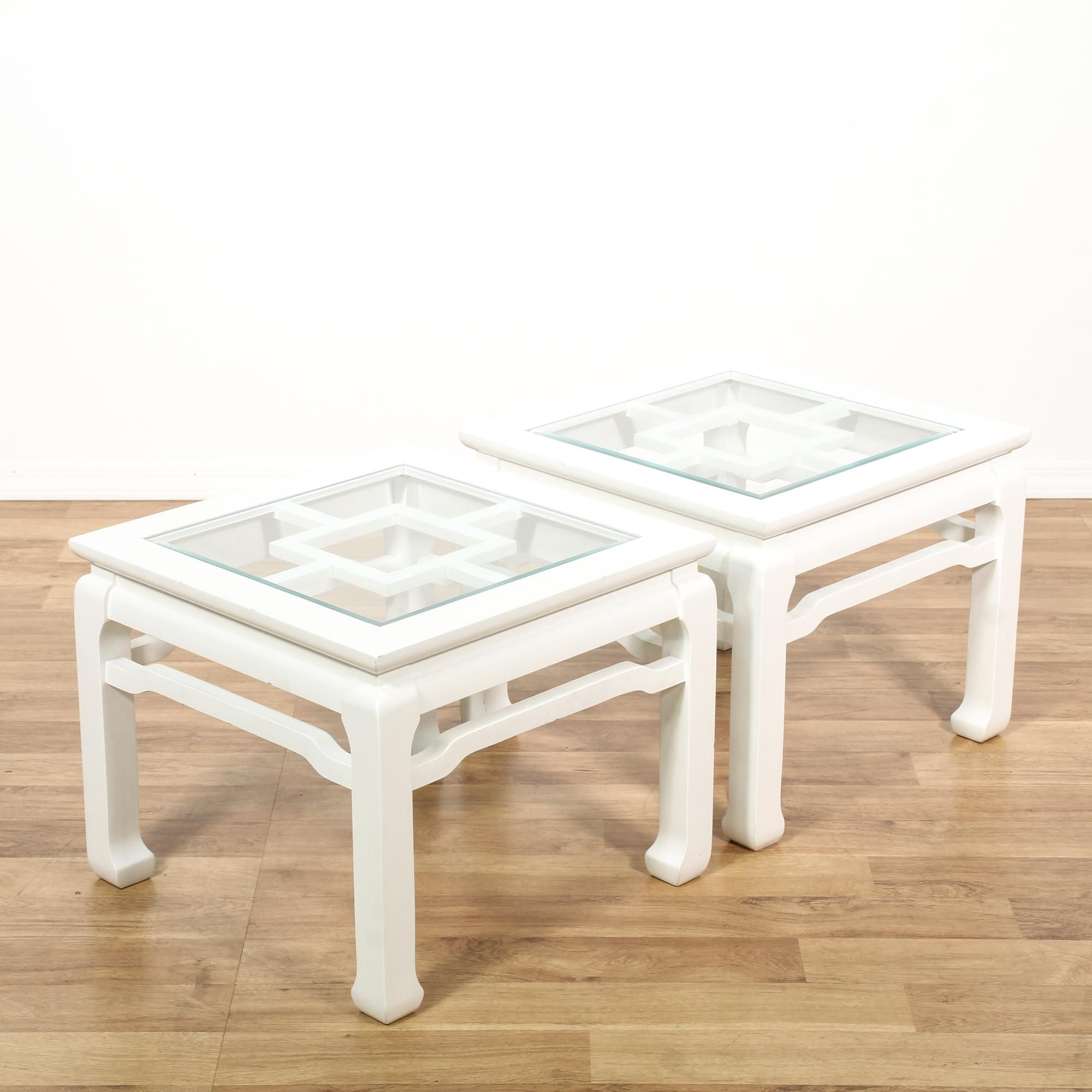 Couchtisch Asia Style This Pair Of Asian Style End Tables Are Featured In A Solid Wood