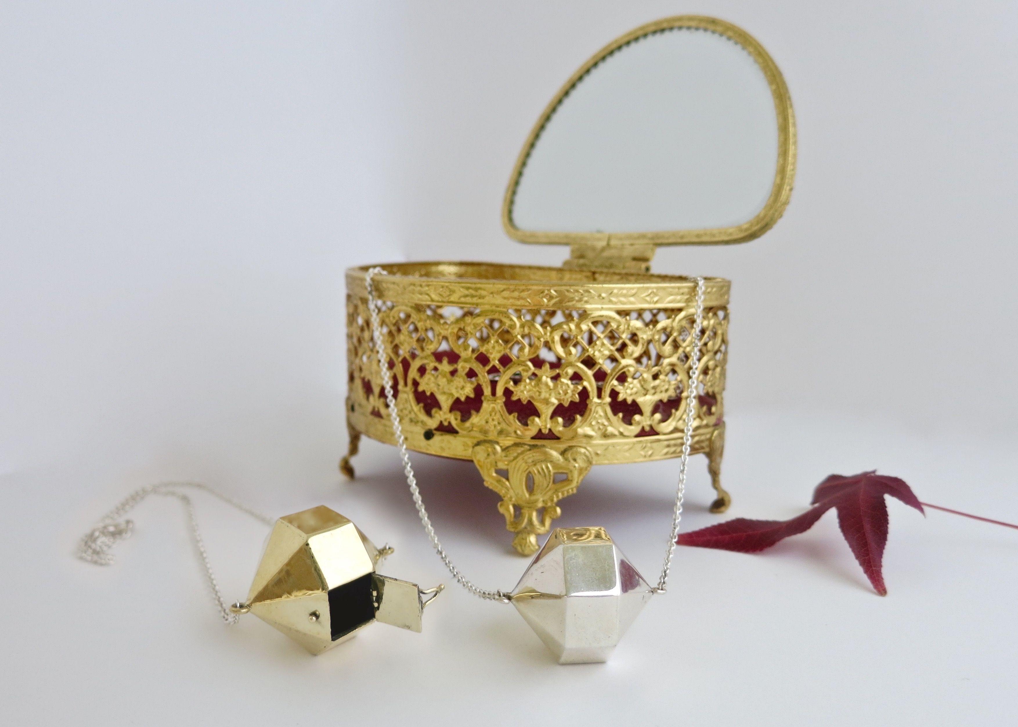Contempo Gold Flower Brads Metal Embellishments