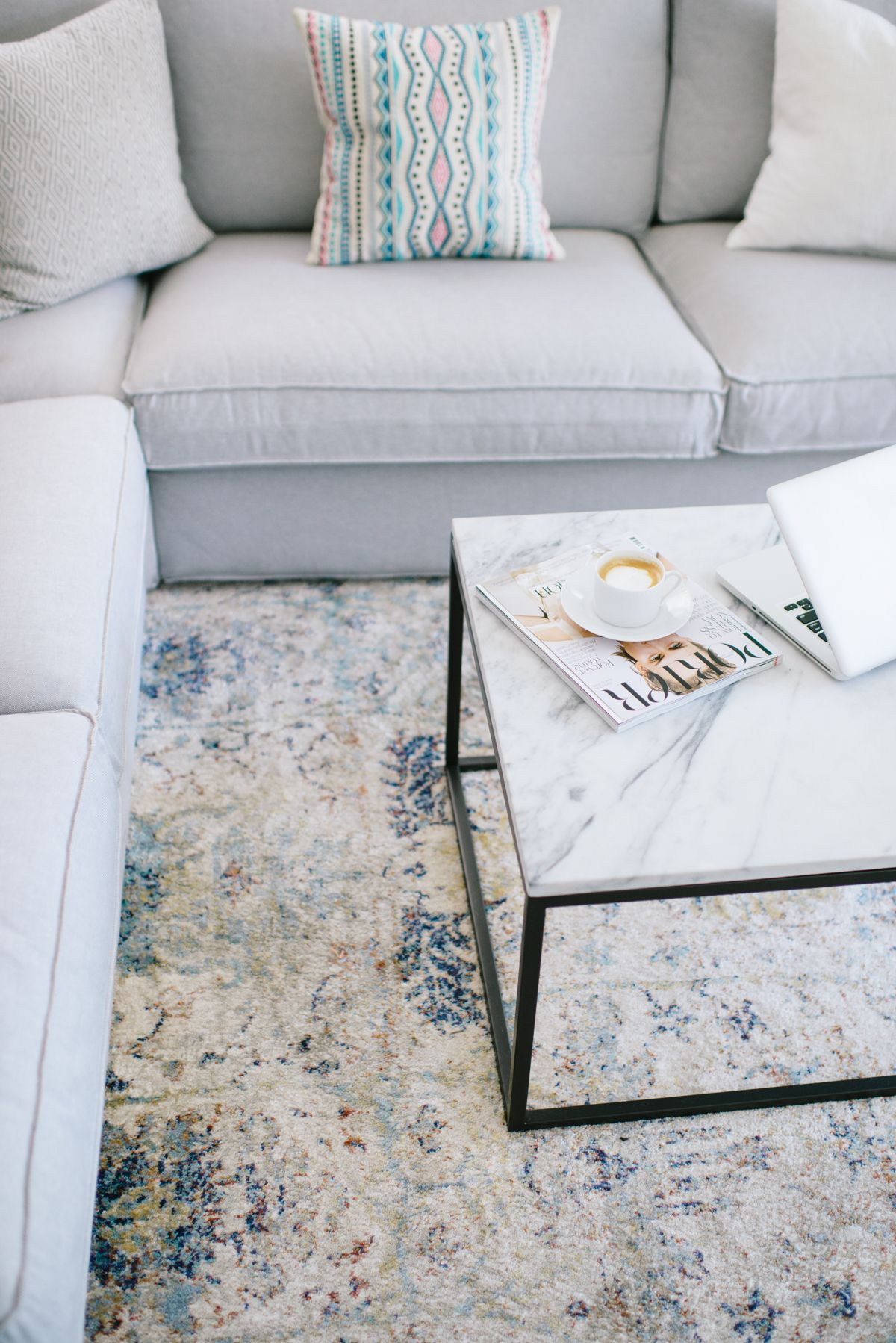 Living Room Rug Update / A rug can change the vibe + feel of your ...