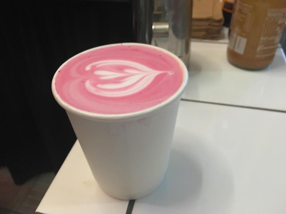 Buraczane Latte Czy Zycie Moze Byc Pyszniejsze Pepsi Eliot Matcha Tea Smoothie Coffee Tea Matcha Tea