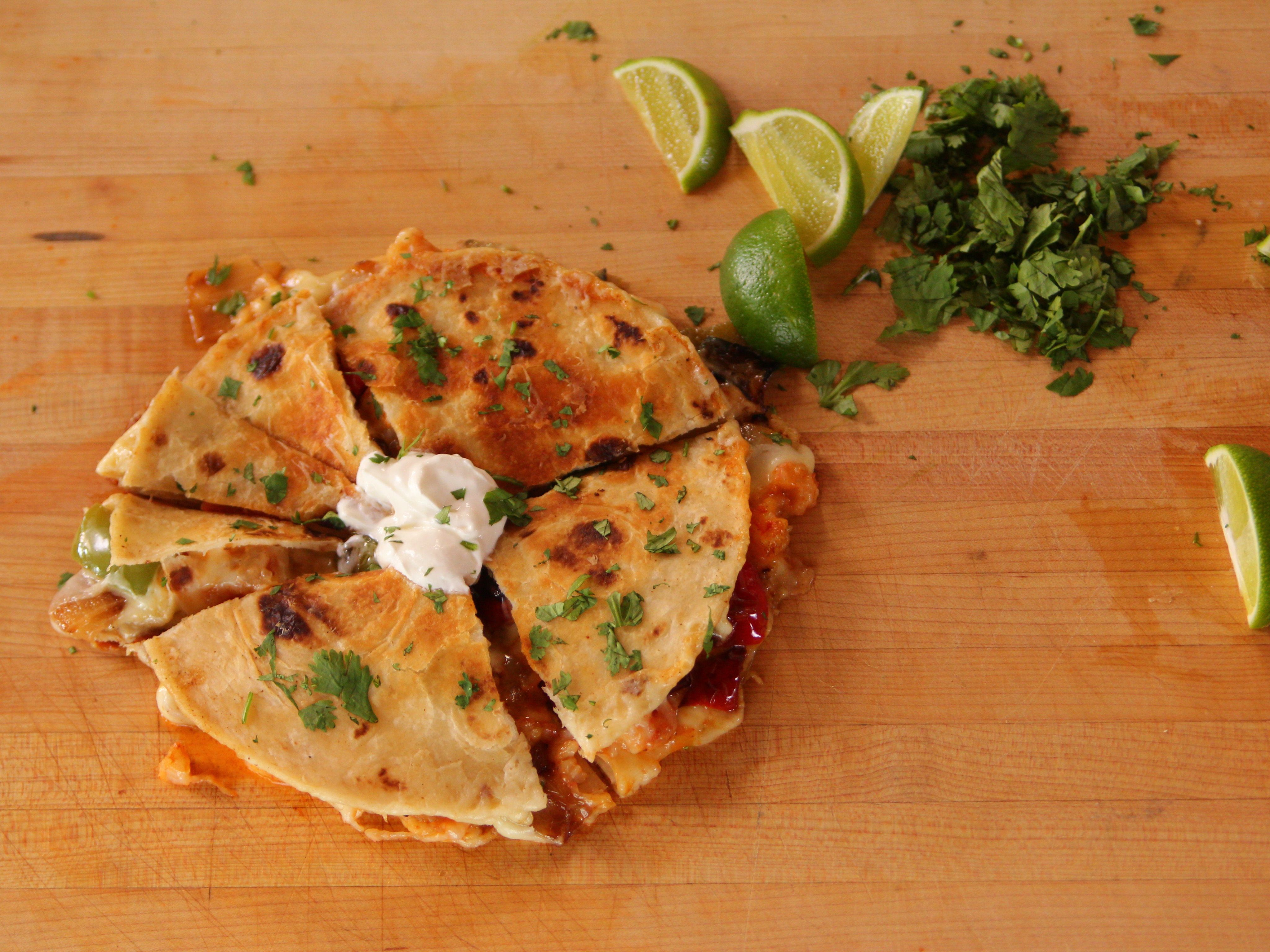 Quesadillas with Shrimp and Peppers #pioneerwomannachocheesecasserole