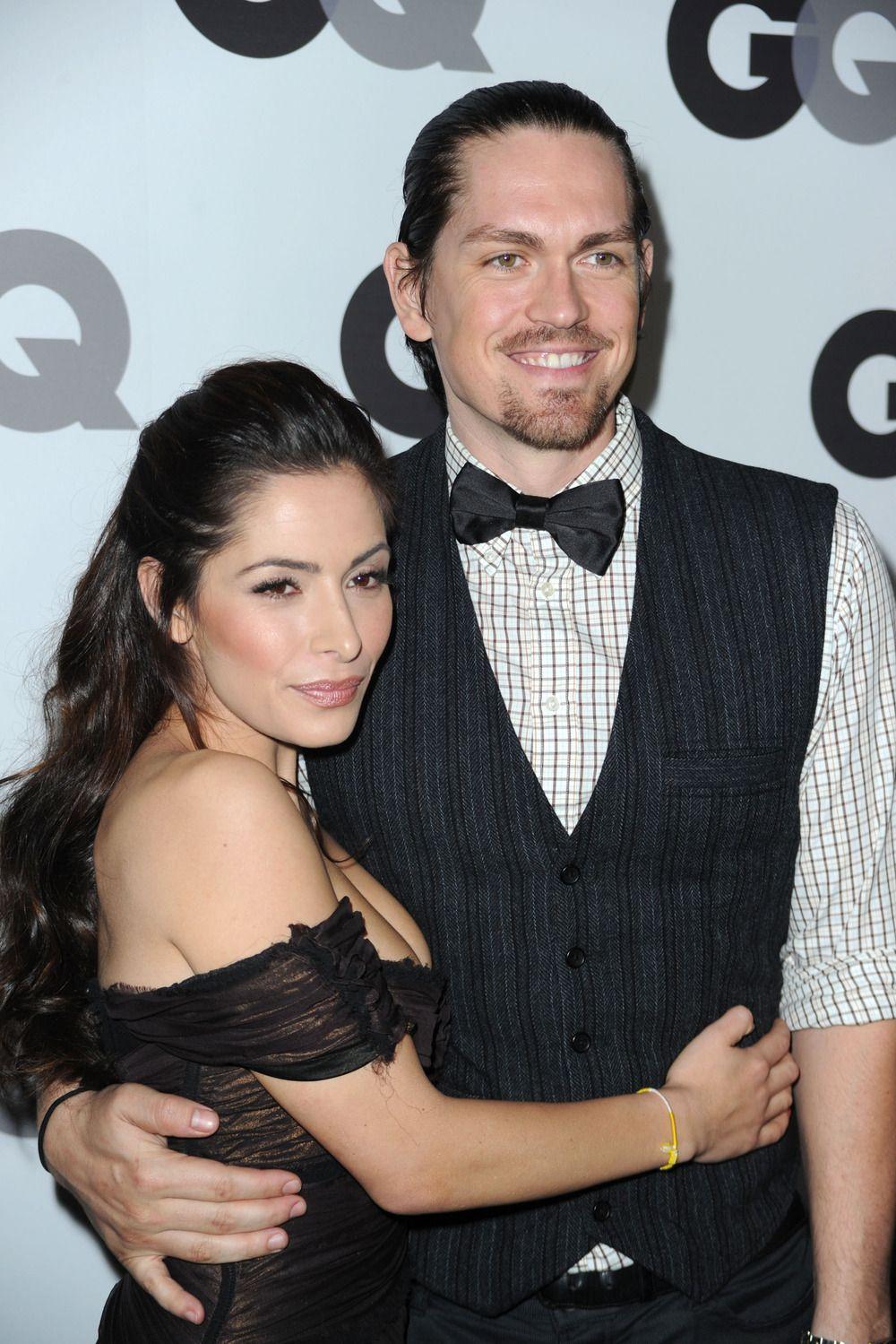 Shameless S Steve Howey And Wife Sarah Shahi Are Expecting Twins Sarah Shahi Steve Howey Expecting Twins