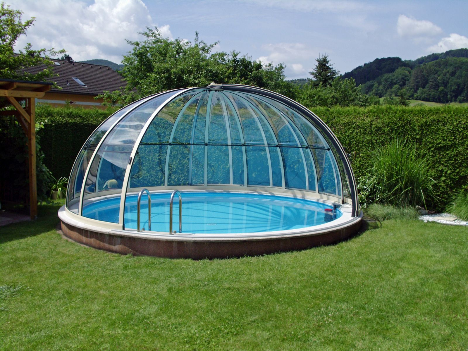 Retractable Swimming Pool Enclosure Orient In The Corner