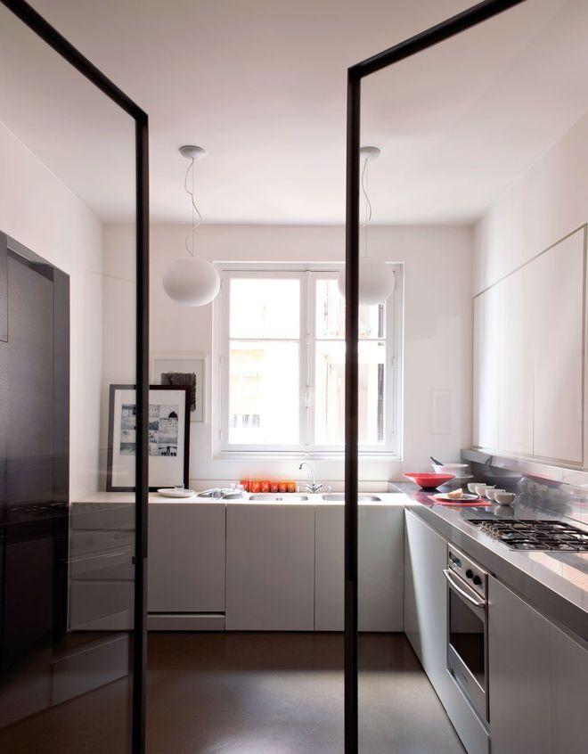 Une cuisine du0027architecte qui su0027ouvre par une large porte vitrée