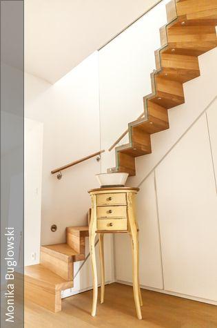Flur mit Einbauschrank in der Holztreppe In, Modern and Und - holz treppe design atmos studio