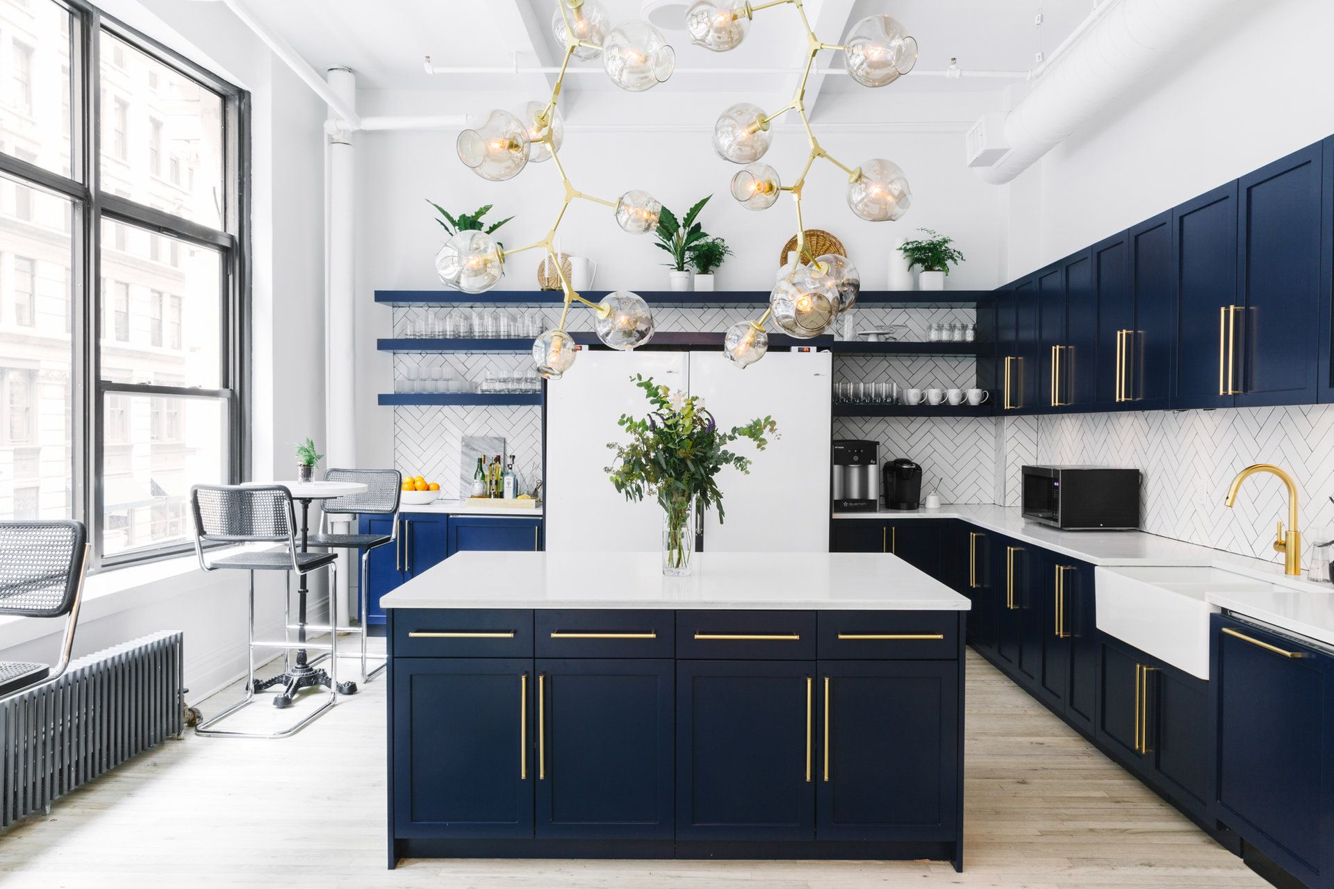 Inside The Stunning New Headquarters Of A New York Design Startup That Creates Awesome Spaces For Tech Companies And Their Execs Communal Kitchen Modern Kitchen Cabinets Interior Design Kitchen