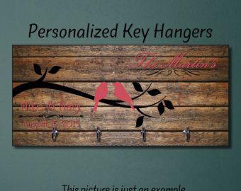 Estreno de una casa personalizada regalo, regalo casa, llavero, para llaves, suspensión clave, regalo de boda, organizador de la pared clave con monograma