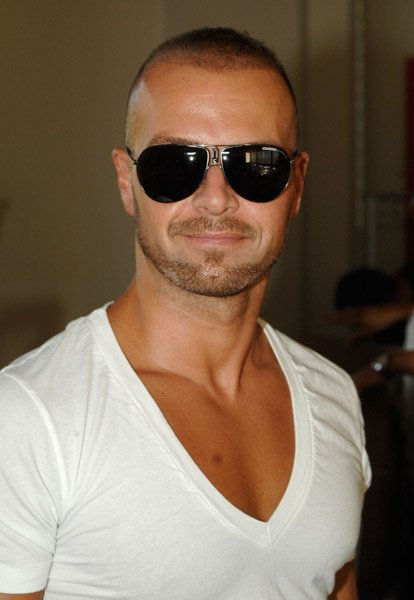 Joey Lawrence wearing cool sunglasses   Male Celebrities Spotted ... 3c132aa4d0