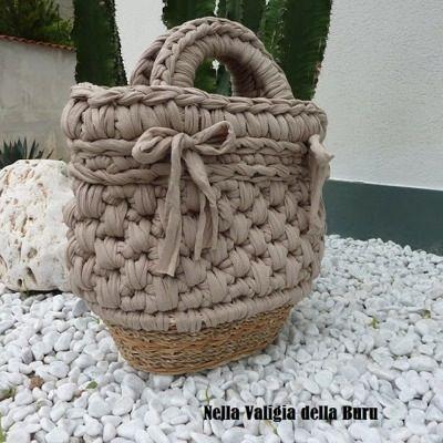 patrn bolso de trapillo con cesta de mimbre