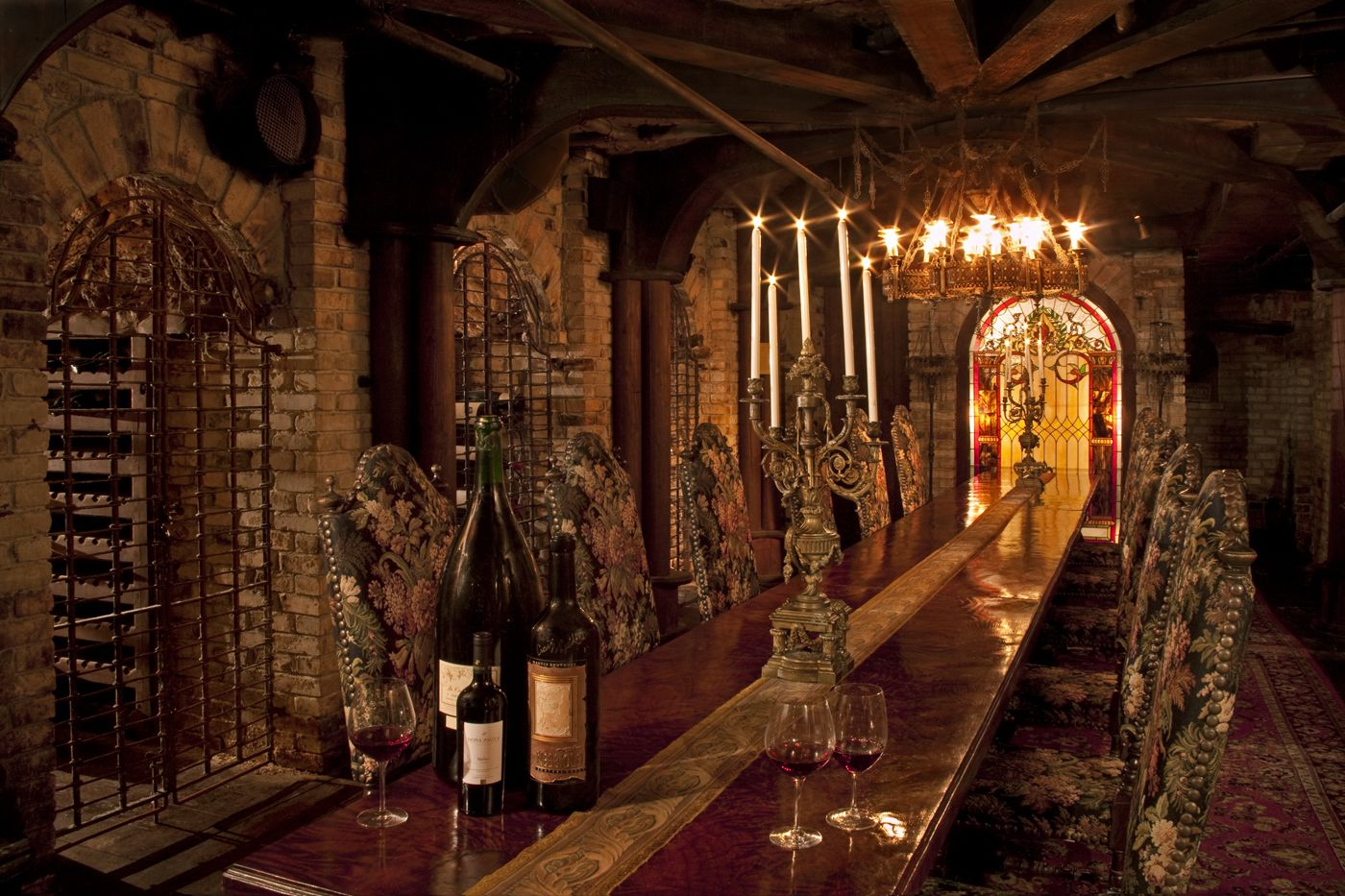 Interior marvelous underground wine cellars inspirations for Luxury home wine cellars