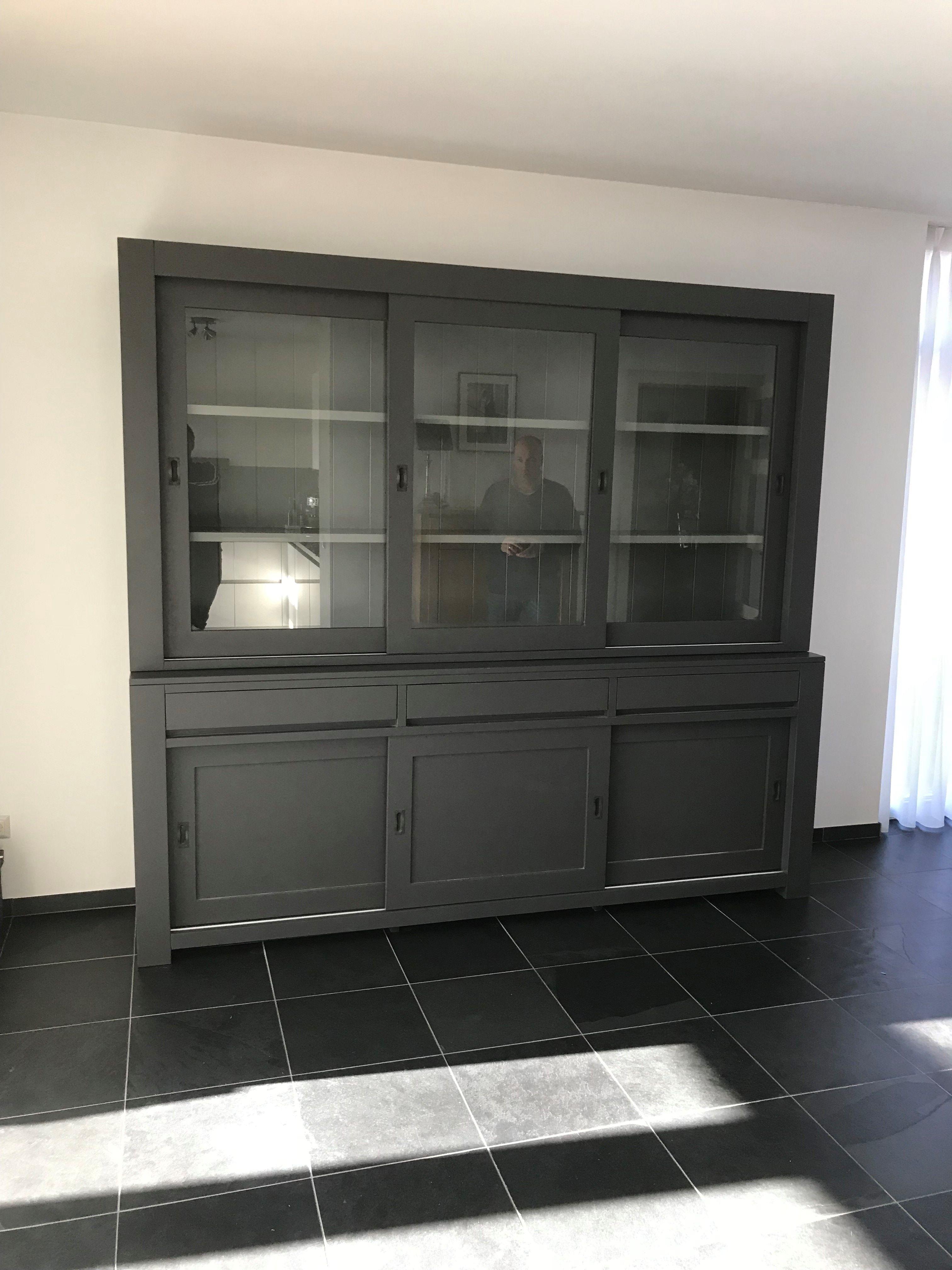 Grote design buffetkast in het antraciet met grijze binnenkant en ...