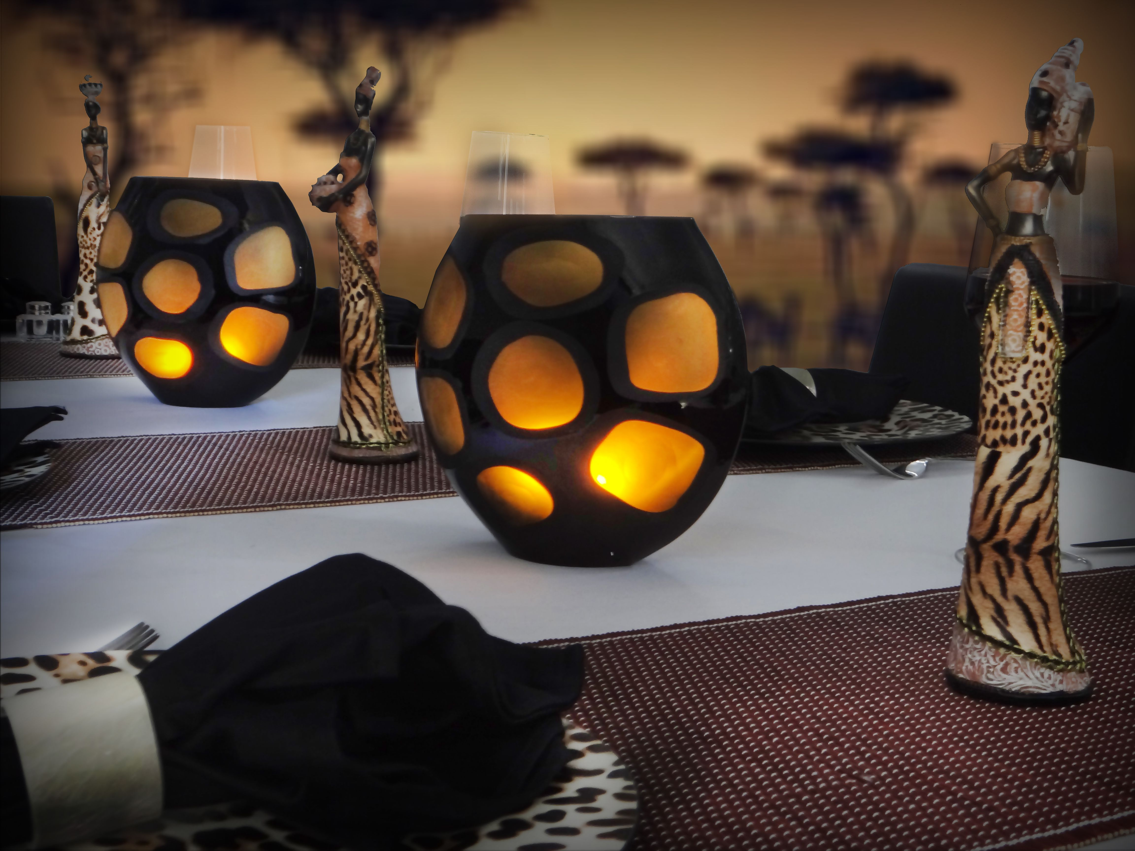Our mozambique table setting emanates an african savannah for African party decoration
