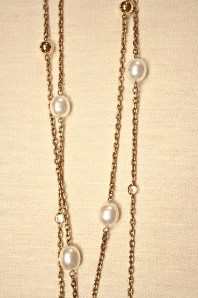 Bizancio II: Collar largo con cadena metálica dorada, perlas de ...