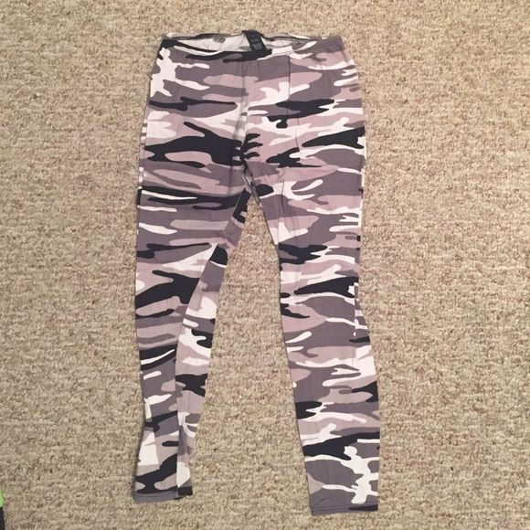 Camo Leggings Good condition. Says Large but fit like a Medium! Rue 21 Pants Leggings