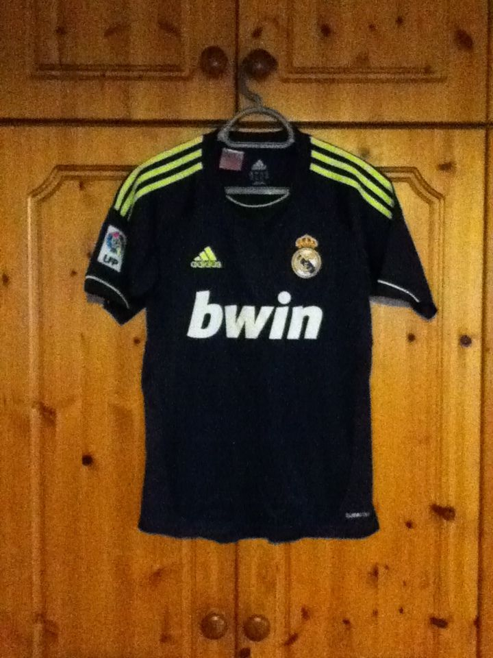 c2b0e9c840b Real Madrid Football Club Away Jersey 2012 - 2013 Childrens Large Adidas