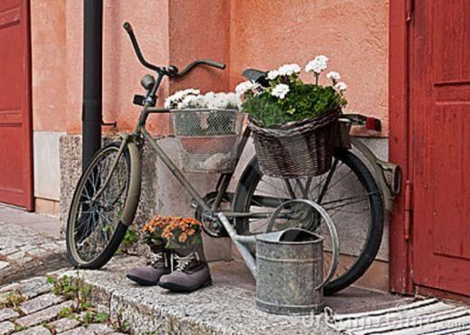 gartendeko selber machen fahrrad als pflanzk bel garten und terrasse garten deko garten. Black Bedroom Furniture Sets. Home Design Ideas