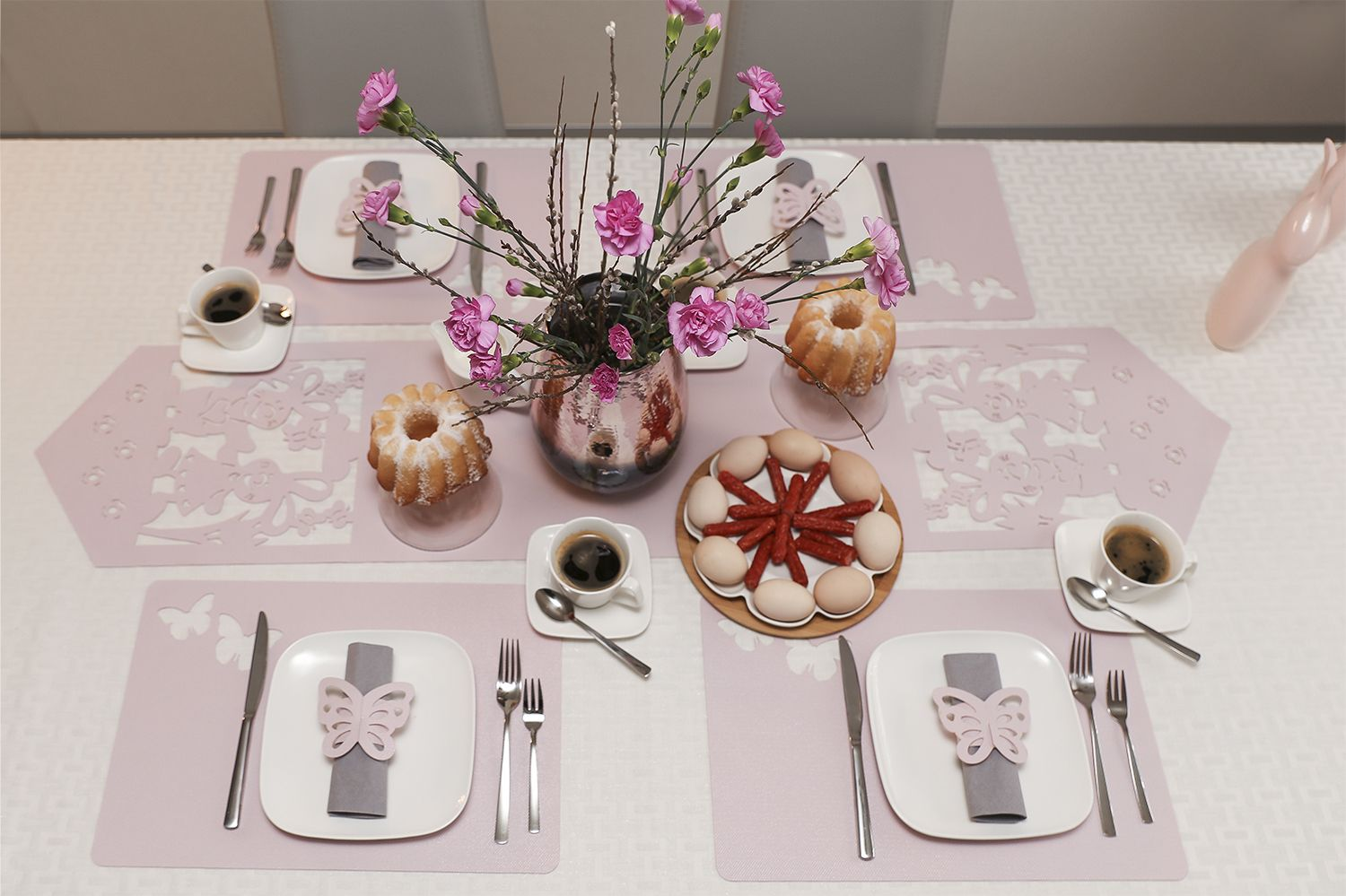 Wielkanocny Stol In 2020 Table Settings Decor Table Decorations