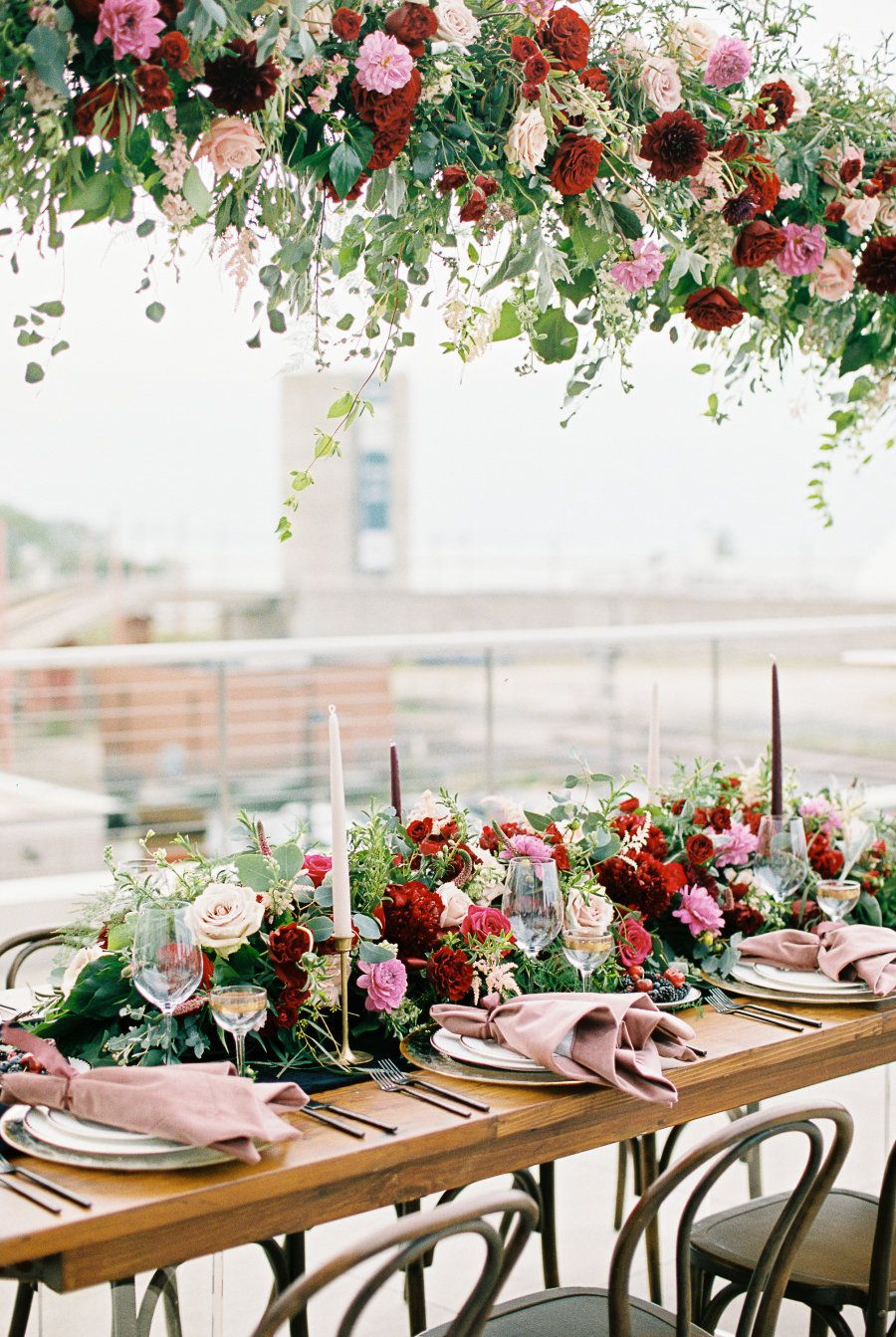 We\'re Head Over Heels for this Moody, Modern + Glam Wedding ...