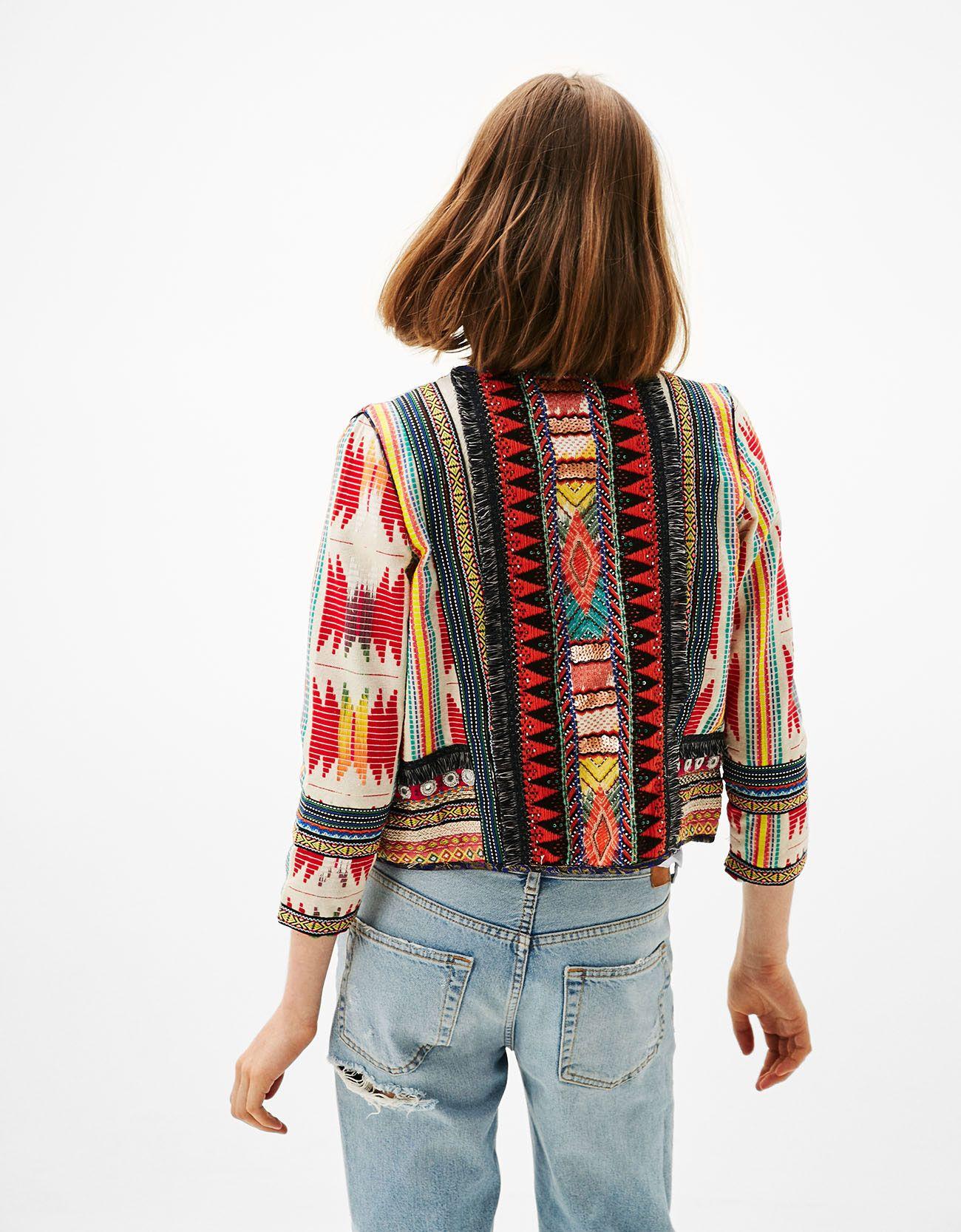 Jacke Mit Ethno Details Entdecken Sie Diese Und Viele Andere Kleidungsstucke In Bershka Unter Neue Produkte Jede Woche Modische Kleidung