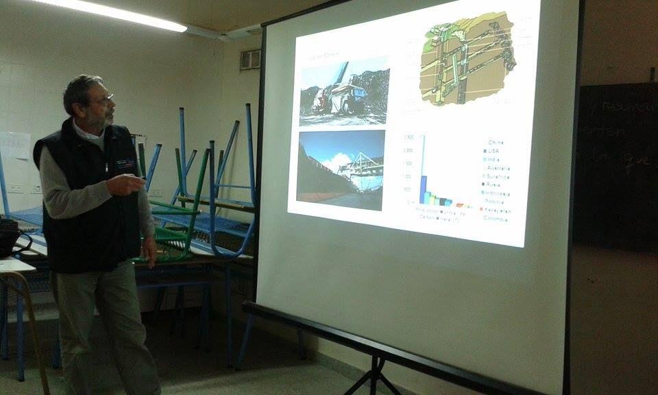 El Ingeniero Cesar Osella compartiendo sus experiencias con los alumnos