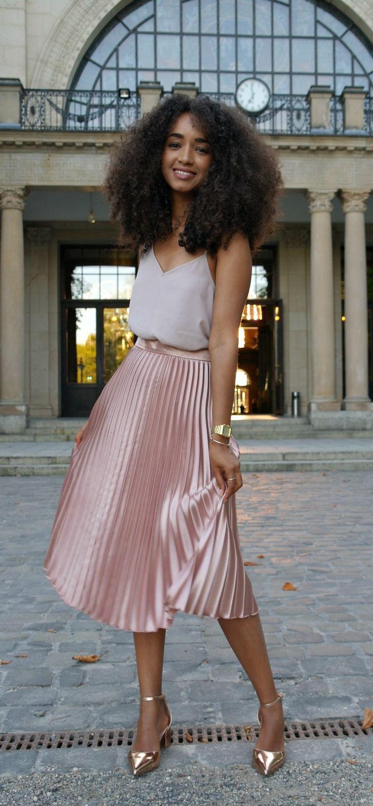 Damen Mode Outfit Streetstyle midirock pleated skirt ...