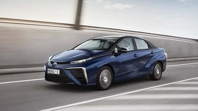Hemos probado el primer coche fabricado en serie que utiliza el hidrógeno como combustible
