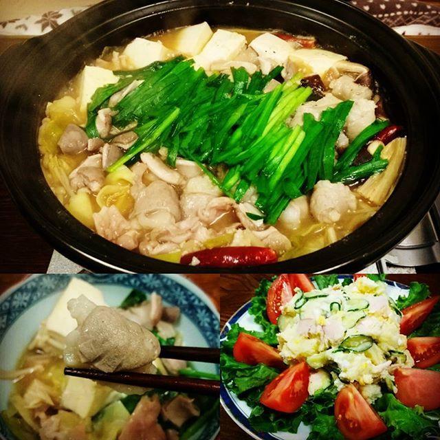 yoshi_373家族揃っておうちごはん。もつ鍋にはやっぱり丸腸だね!プリプリの脂がたまらん。  #家族団らん#おうちごはん#晩ご飯#もつ鍋#丸腸#マルチョウ#博多#福岡#fukuoka#九州#kyushu#日本#japan#japanesefood