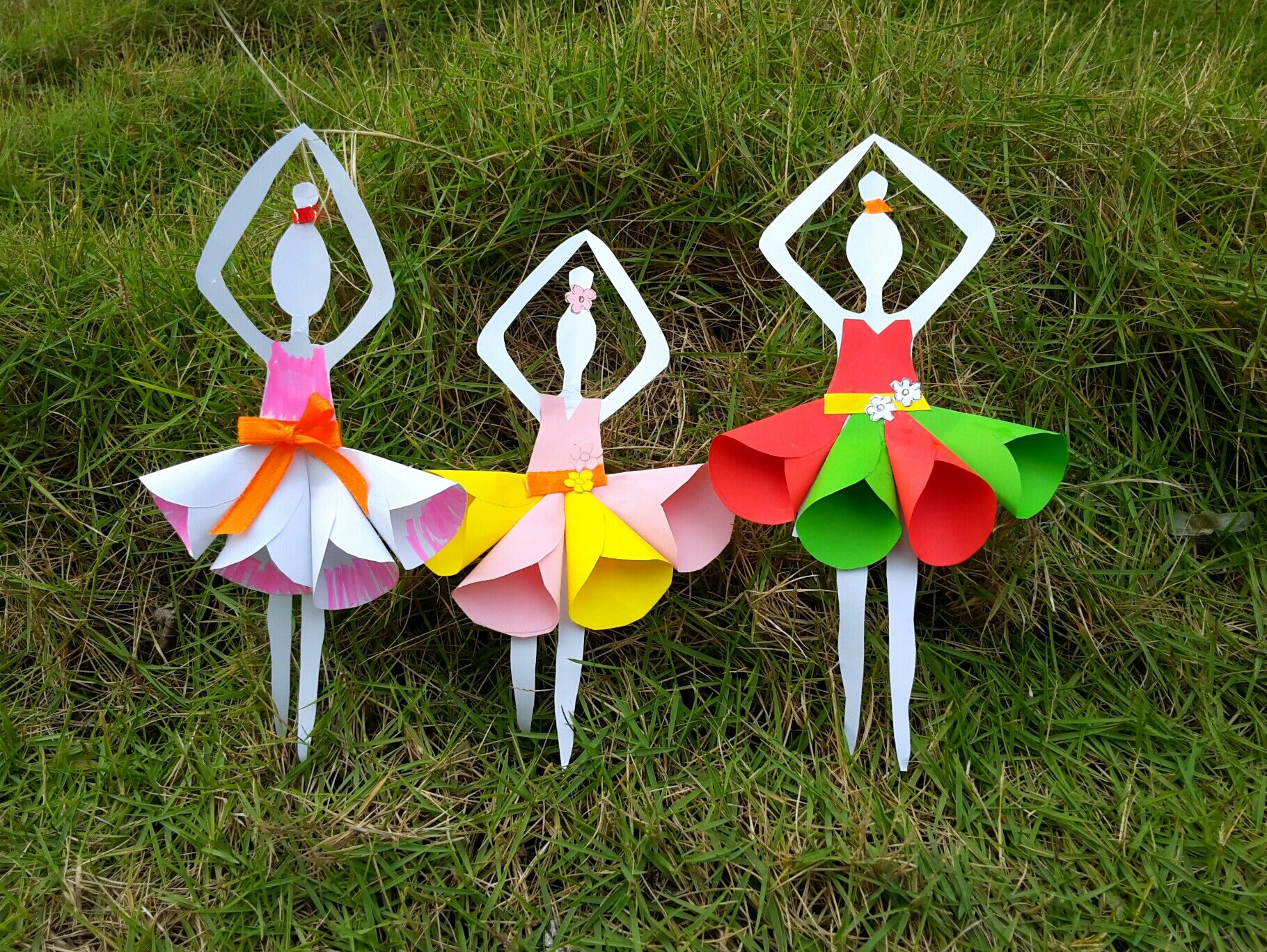 How To Make Paper Doll Its Easy And Fun Paper Crafts Wedding Paper Crafts Crafts