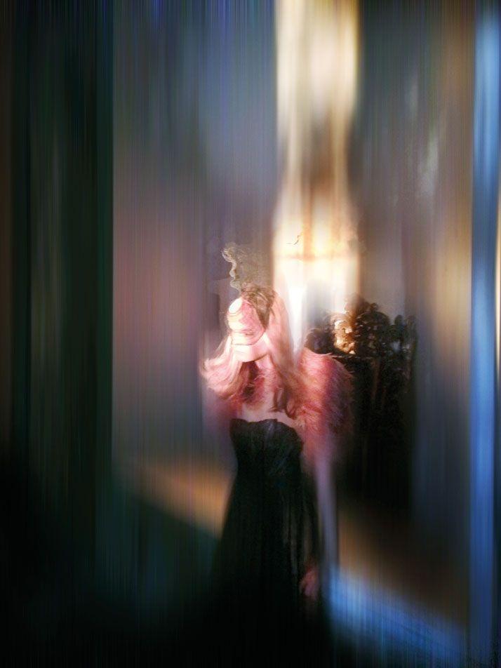 Isabella Blow, 1997 © Mario Testino. Model: Kirsi Pyrhonen at Viva London.  photo © Nick Knight.