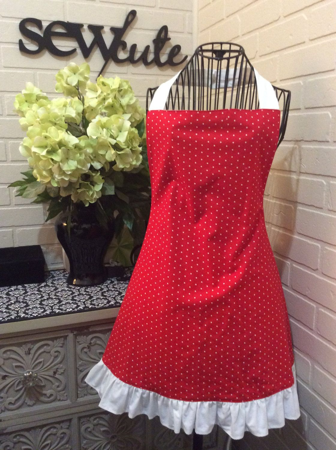 White ruffle apron pattern