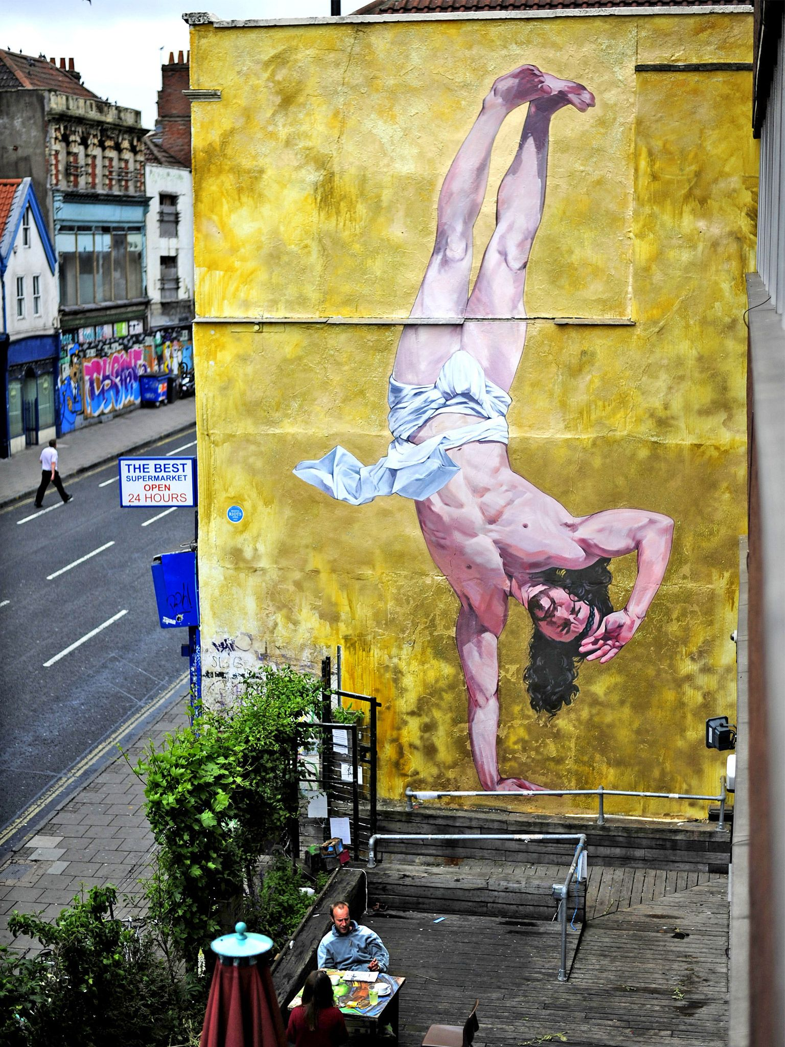 Municipal art: Jesus Christ, that mural is enormous! Breakdancing ...