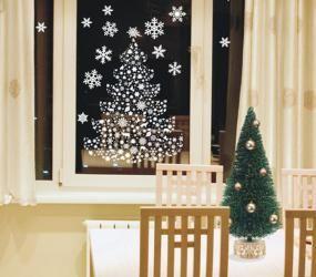 Изображение елки на стекле