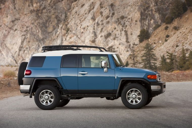 2012 Toyota Fj Cruiser In Cavalry Blue For Up North Need To Trade My Car In If I Want To Go Places This Winter Fj Cruiser Toyota Fj Cruiser Toyota Cruiser