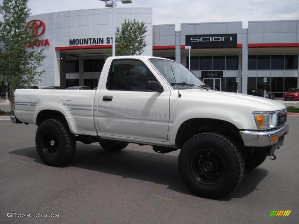 Toyota Pickup White 1 In 2020 Toyota Toyota Trucks Regular Cab
