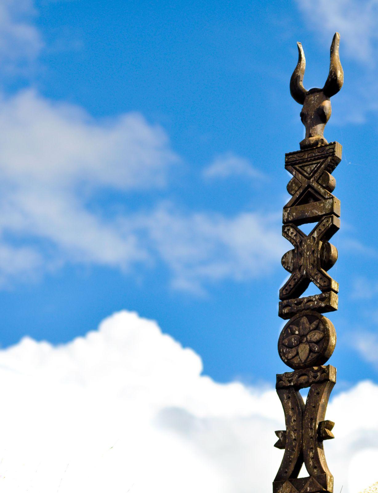 aloalo Madagascar, Crafting, Astrology, Russia, Tatoo, Sculpture, Art,  Pyrography