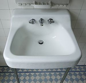 Item ID DescriptionMidcentury White Enameled Cast Iron - Cast iron bathroom fixtures