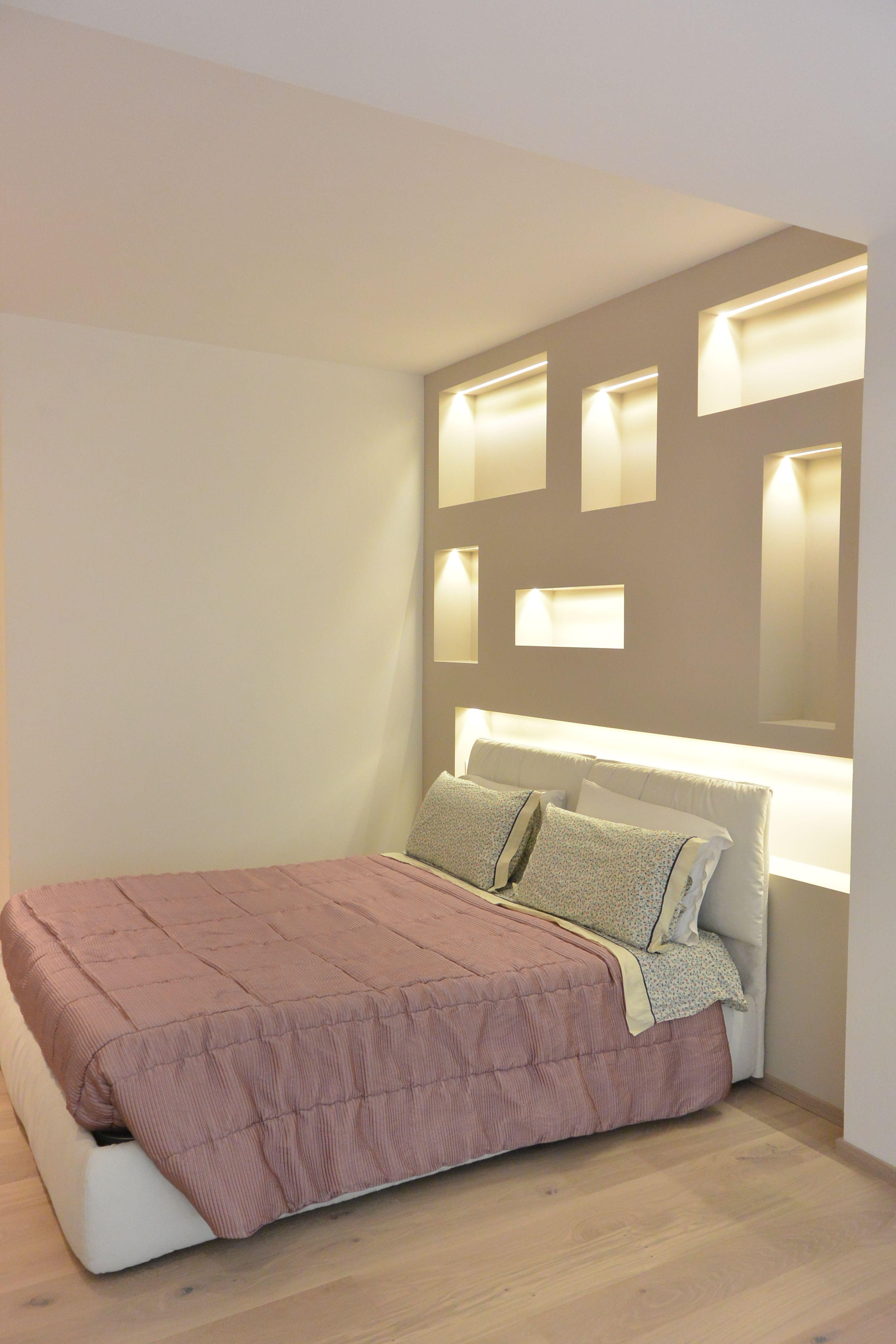la camera da letto nicchie in cartongesso con luci led
