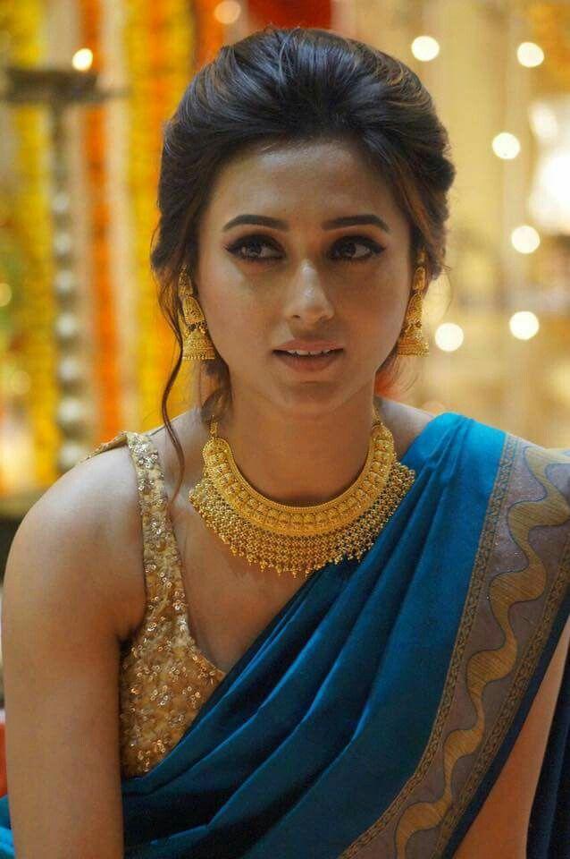 Pin by SamsSami on Desi looks | Pinterest | Saree, Desi and Indian ...