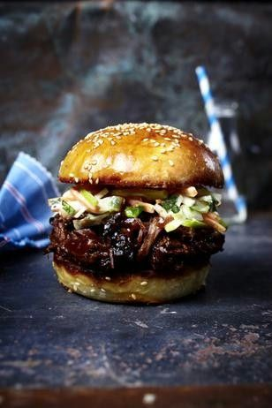Photo of Burger with torn beef neck, barbecue sauce and apple and coleslaw recipe DELICIOUS